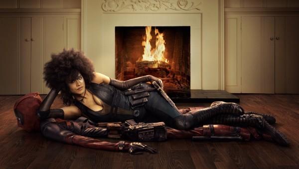 Zazie Beetz como Domino